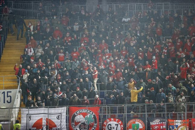 «Спартак», «Локомотив» и еще три клуба РПЛ оштрафованы за нарушение фанатами санитарных норм